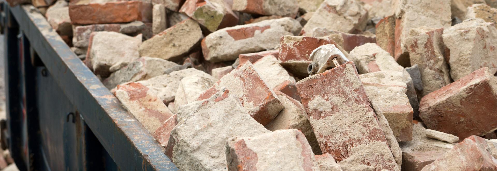 Drvenie a triedenie stavebného odpadu